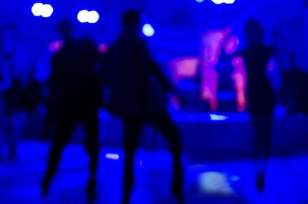 pareja bailando: Siluetas Fondo del partido de personas bailando.