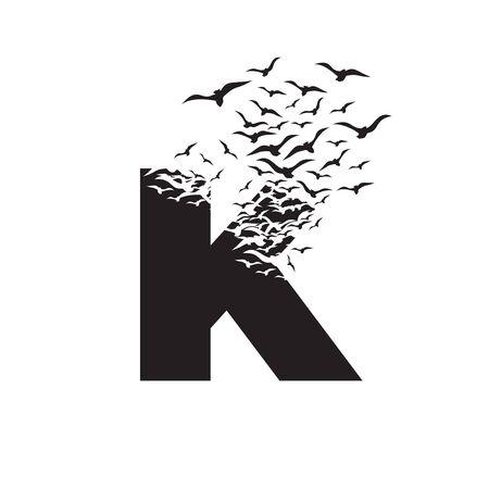 lettera K con effetto di distruzione. Dispersione. Uccelli.