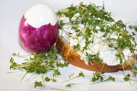 easteregg: Cress baguette with curd cheese and pink egg