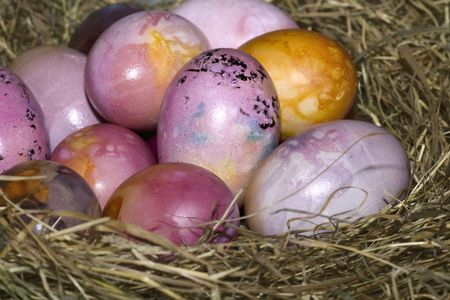 colored dye: Straw with naturally colored easter eggs Stock Photo
