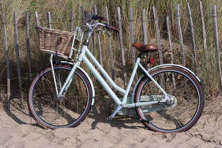 nger: A Dutch bike with basket, parked in a Dünenweg