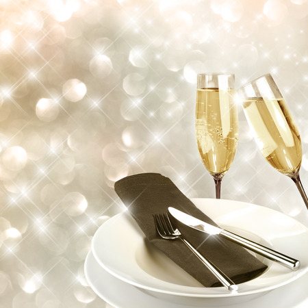 spiegelung: Toasting with champagne glasses very festive background
