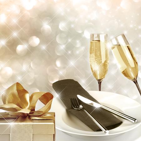 Grillage avec verres de champagne de fond très festive Banque d'images - 43347479