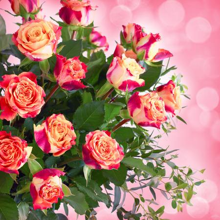 sfondo romantico: Bouquet di rose su sfondo romantico