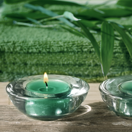 flamme: Towel, aromatic candles and other spa objects