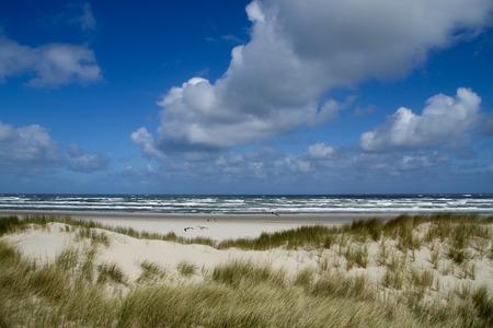 Duinen op het strand op North Sea Stockfoto