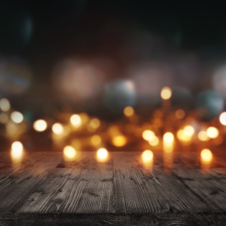 Background with lights for festive events in front of a wooden table Standard-Bild