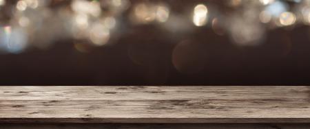 panorama festivo de los días festivos en frente de una tabla de madera vacío para una presentación Foto de archivo