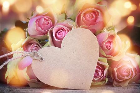 Rose Hintergrund mit einem Herzen für Valentin und Mütter Tag zu beschreiben, Standard-Bild - 68914508