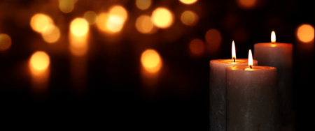 Candle lights in darkness with golden light effects and bokeh for solemn moments Banco de Imagens - 82668653