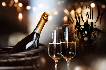 Background for new year congratulations with champagne and a clock Banque d'images