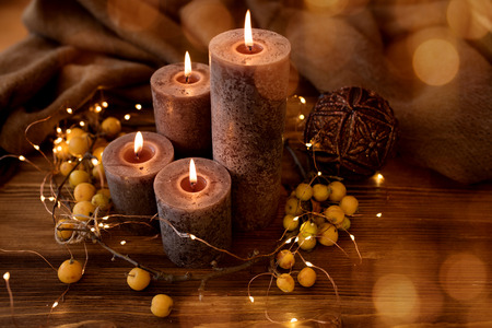 Candlelight with festive golden bokeh for christmas time 版權商用圖片