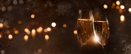 Champagne glasses with festive christmas background Imagens
