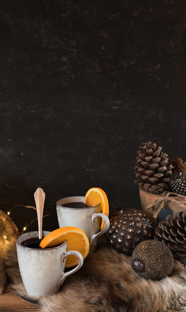 Cozy winter decoration with a hot drink in front of a dark background Imagens