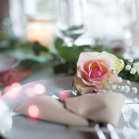 Festive romantic place setting for a wedding event 스톡 콘텐츠