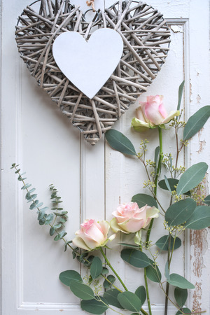 Mothers day decoration with tender roses on white vintage wood Imagens