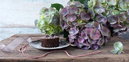 Flower decoration with chocolate cake in vintage stil