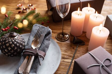 Festive table decoration with golden bokeh for christmas Stock Photo - 132114626