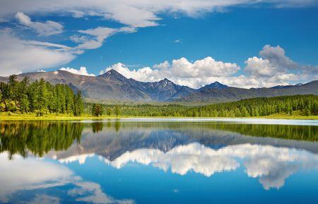 Prachtig meer in Altai bergen  Stockfoto