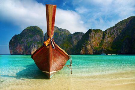Tropical beach, Maya Bay, Andaman Sea,Thailand Stock Photo - 4316659