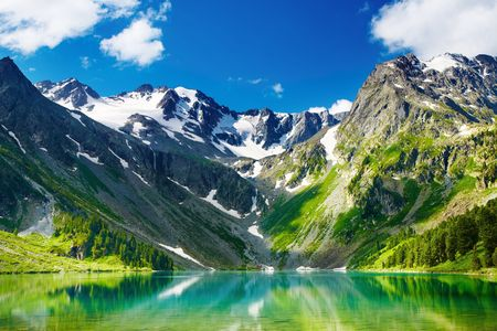 siberia: Beautiful turquoise lake in Altai mountains Stock Photo