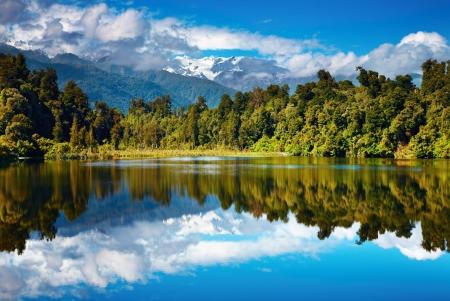 美しい湖、南アルプス、ニュージーランド