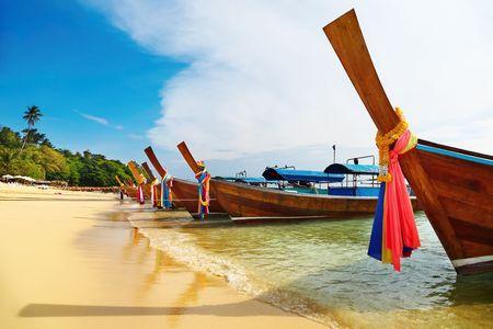 Tropical beach, Phi-Phi Islands, Andaman Sea, Thailand Stock Photo - 5195056