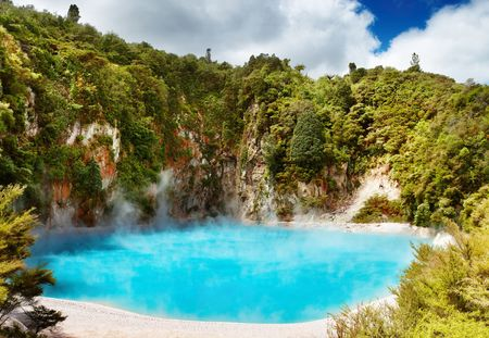 crater lake: Inferno Crater Lake in Waimangu volcanic valley, New Zealand