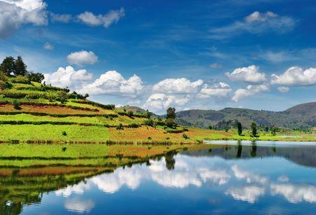 Mooie bergmeer Bunyonyi in Oeganda