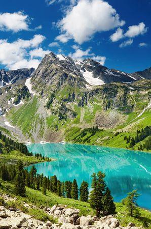 Beautiful turquoise lake in Altai mountains Фото со стока
