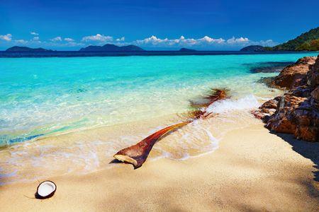 Tropical beach, Wai island, Thailand  Фото со стока