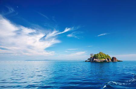 Seascape met kleine eiland, de archipel van de Trat, Thailand  Stockfoto