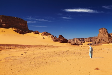 Tuareg in desert, Sahara Desert, Algeria Фото со стока - 8768098