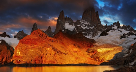 lake argentina: Laguna de Los Tres and mount Fitz Roy, Dramatical sunrise, Patagonia, Argentina Stock Photo