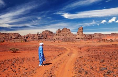 Touareg dans le désert, le désert du Sahara, l'Algérie Banque d'images - 13621272