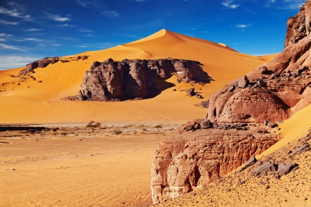 Sand dunes and rocks, Sahara Desert, Algeria Stock Photo - 13746667