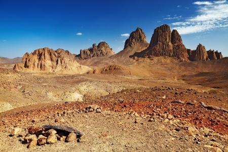 desierto del sahara: Rocas en el desierto del Sahara, las monta�as del Hogar, Argelia Foto de archivo