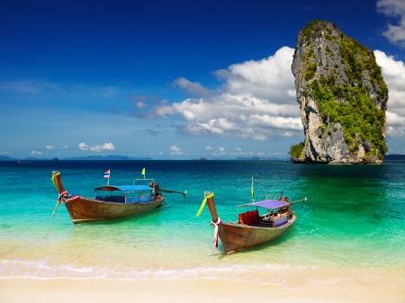 krabi: Long Tail Boats, Spiaggia tropicale, mare delle Andamane, Thailandia