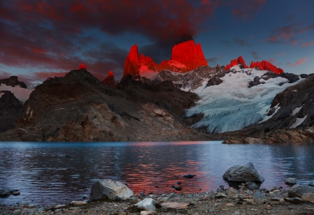 Laguna de Los Tres and mount Fitz Roy, Dramatical sunrise, Patagonia, Argentina Stock Photo