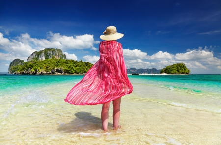 Woman in pink pareo and hat at the beach, Andaman Sea, Thailand Foto de archivo