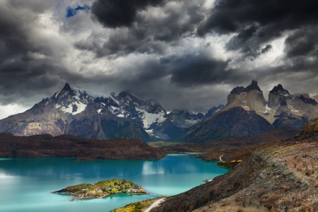 torres del paine: Torres del Paine National Park, Lake Pehoe and Cuernos mountains, Patagonia, Chile Stock Photo