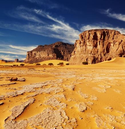 Sand dunes and rocks, Sahara Desert, Algeria Foto de archivo