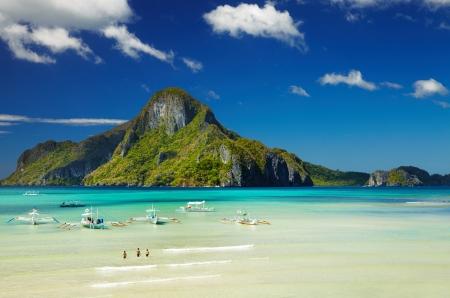 El Nido の湾、Cadlao 島、パラワン、フィリピン