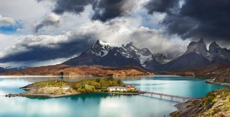 トレス デル パイネ国立公園、湖 Pehoe、Cuernos 山脈、パタゴニア、チリ