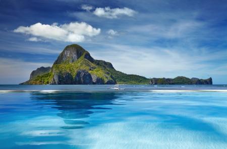 スイミング プール、Cadlao 島、エルニド、フィリピンのある風景します。