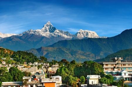 ポカラ市とマウント マチャプチャレ山、ネパール 写真素材