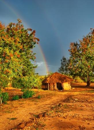 梅雨の季節、ウガンダ、アフリカの小屋 写真素材