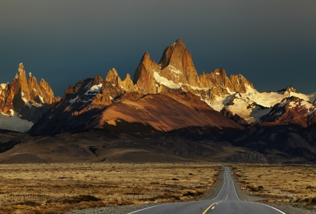 fitz roy: Mount Fitz Roy at sunrise  Los Glaciares National Park, Patagonia, Argentina