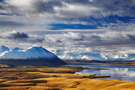 Zuidelijke Alpen en Lake Tekapo, uitzicht vanaf Mount John, Mackenzie Land, Nieuw-Zeeland