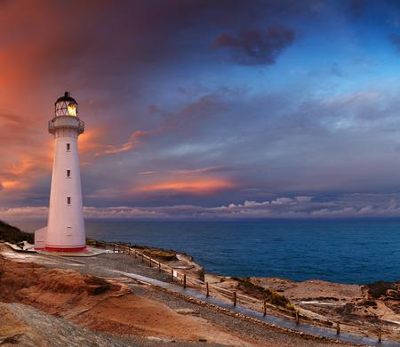 キャッスル ポイント灯台、日没、ワイララパ、ニュージーランド